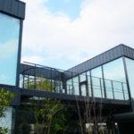 住宅の表情をシャープなデザインに変えるガルバリウム鋼板の外壁