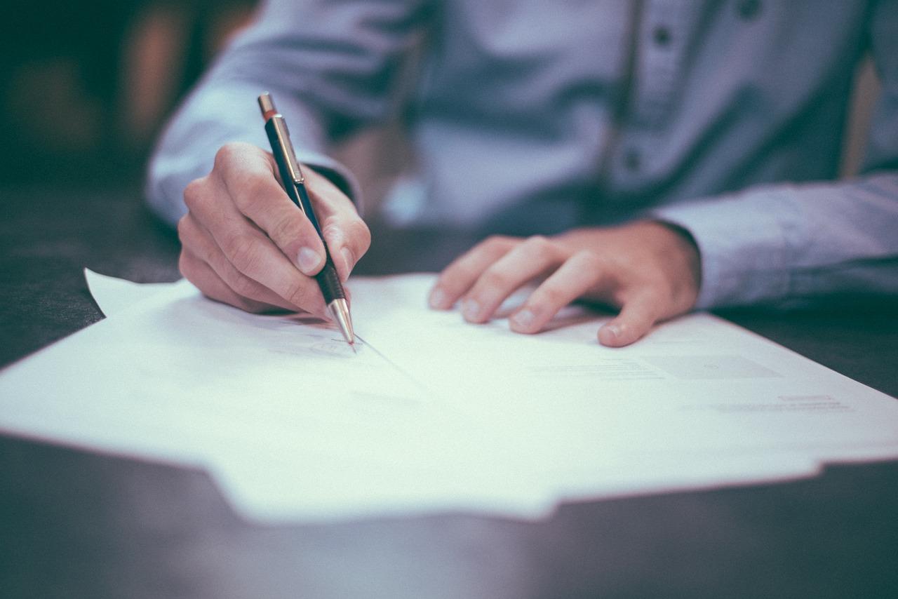 請負契約と売買契約との違いによって異なる契約条項の内容